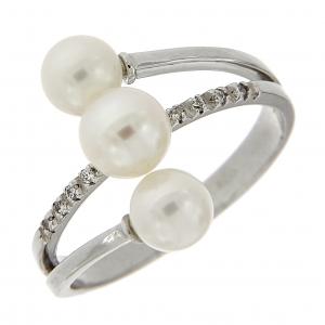 Anello con diamanti e perle